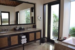 ヴィラアイルバリ プールヴィラ・1ベッドルーム  バスルームの洗面台