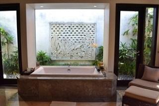 ヴィラアイルバリ プールヴィラ・1ベッドルーム  バスルームのバスタブ