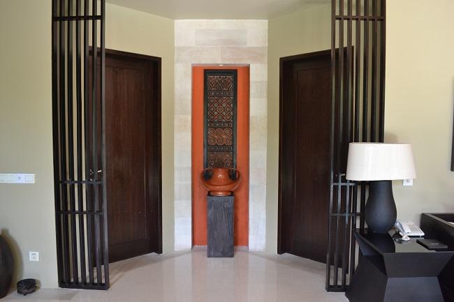 ヴィラアイルバリ ガーデンプールヴィラ・2ベッドルーム ベッドルームへの扉
