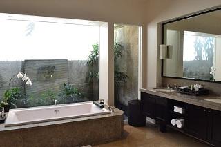 ヴィラアイルバリ ガーデンプールヴィラ・2ベッドルーム  バスルーム(ダブルベッド)