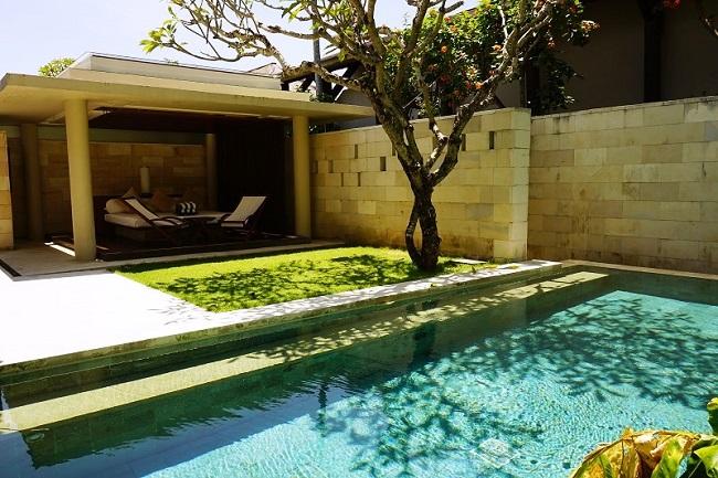 ザ・バレ シングルパビリオン ガーデンとプール