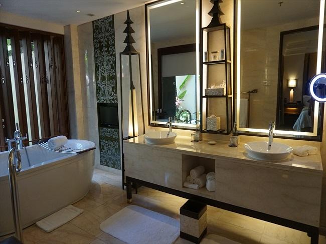 ザ・セントレジス バリ リゾート セントレジススイート バスルーム