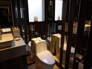 ザ・セントレジス バリ リゾート 1ベッドルームラグーンヴィラ トイレ