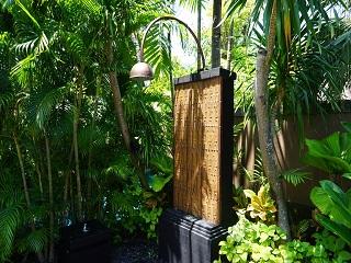 ザ・セントレジス バリ リゾート 1ベッドルームラグーンヴィラ 屋外シャワー