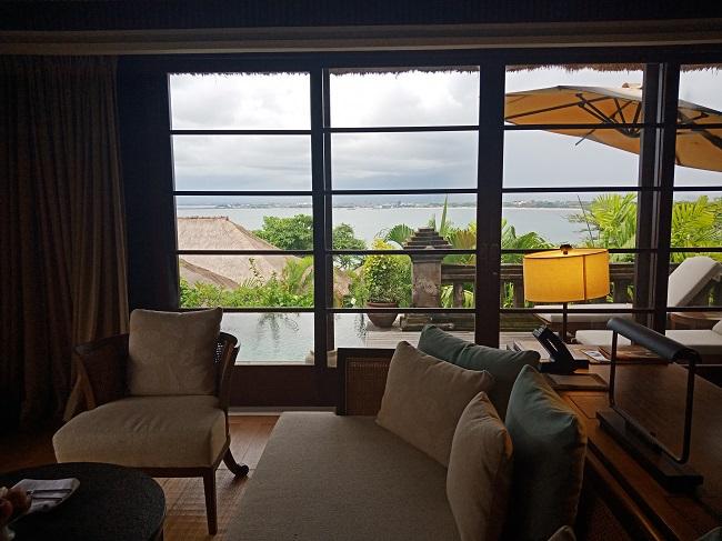 フォーシーズンズリゾートバリアットジンバランベイ デラックスヴィラ 大きな窓