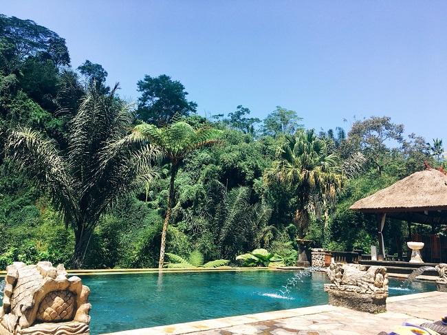 バグースジャティ 天然の湧き水プール