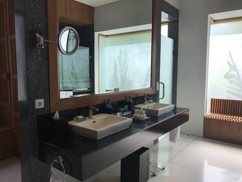 ザ・サマヤ 1ベッドルームロイヤルコートヤードヴィラ 洗面台