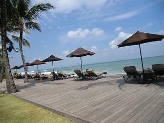 ザ・サマヤ ブリーズ・レストラン横にあるビーチチェア