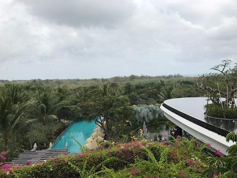 リンバ・ジンバラン・バリ・by・アヤナ ジンバランルーム 緑豊かな森の景色