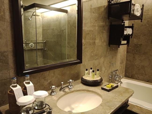 インターコンチネンタル バリ クラブルーム バスルーム