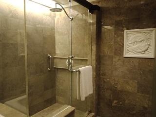 インターコンチネンタル バリ クラブルーム シャワーブース