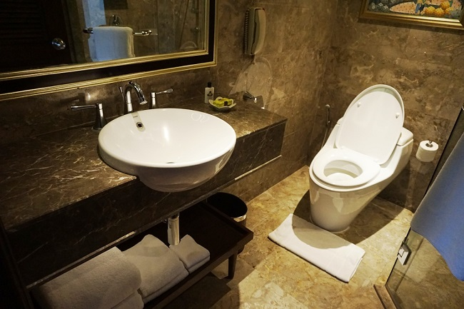 インターコンチネンタルバリリゾート デュプレックススイート トイレ