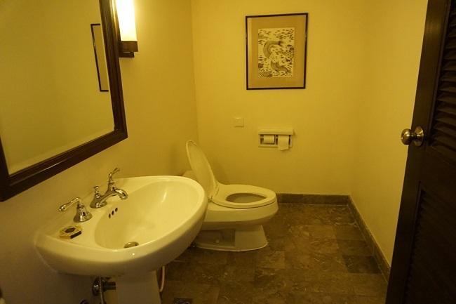 インターコンチネンタルバリリゾート クラブデュプレックススイート 1階のトイレ