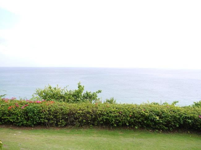 ザ・ヴィラズ・アット・アヤナ・リゾート・バリ バルコニー、プールからのオーシャンビュー