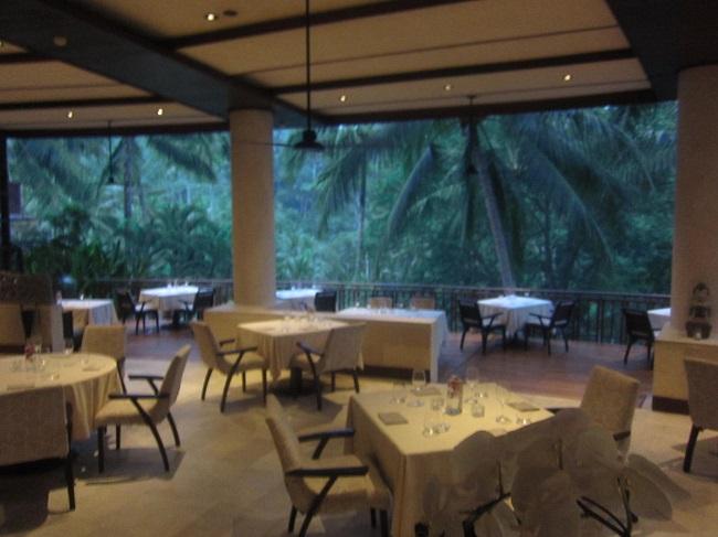 フォーシーズンズ リゾート バリ アット サヤン レストラン