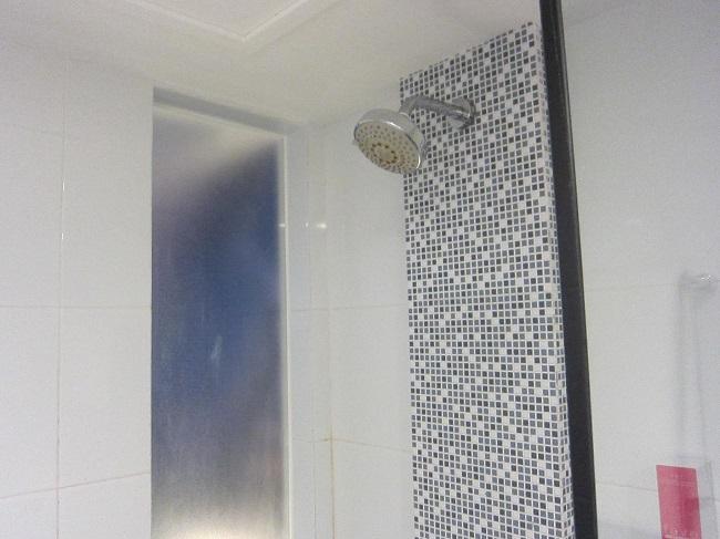 フェイブホテル・クタ・カルティカプラザ シャワー