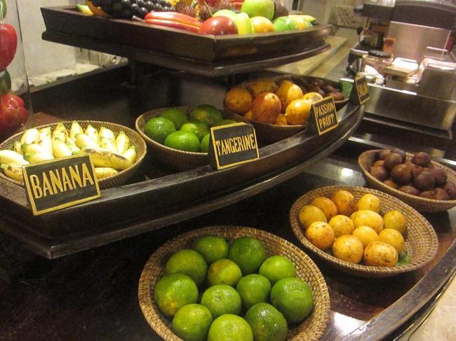 ロイヤルピタマハ 朝食 新鮮なフルーツ
