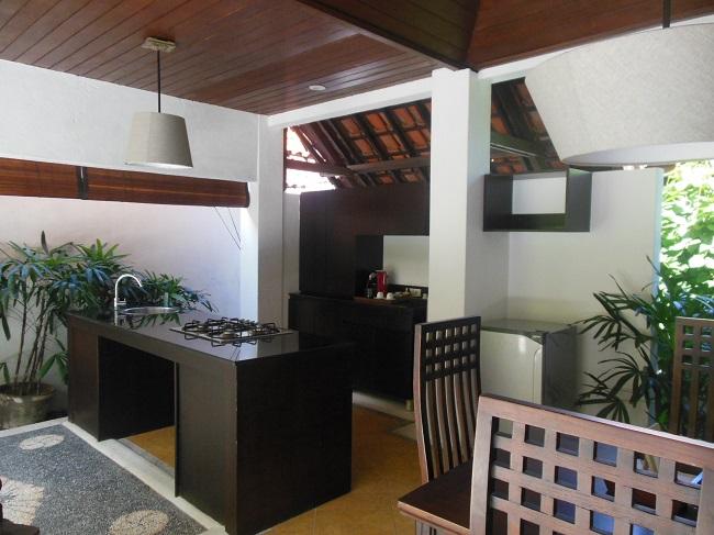 アラヤデダウンクタ プライベートプール付1ベッドルームヴィラ ダイニングとキッチンエリア