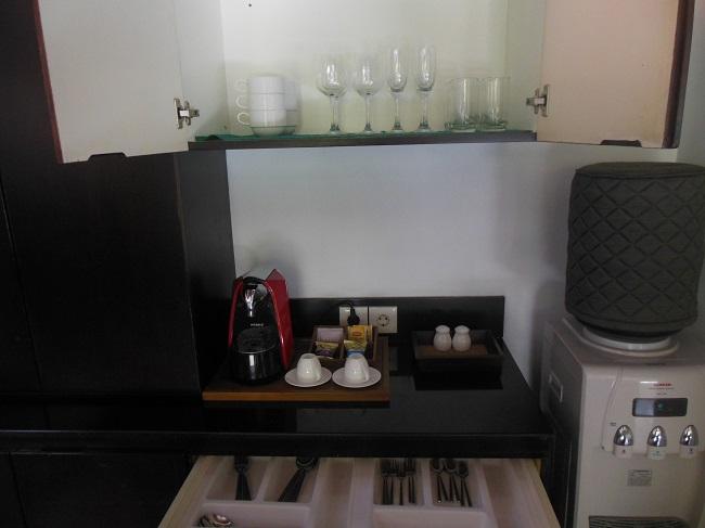 アラヤデダウンクタ プライベートプール付1ベッドルームヴィラ コーヒーマシンに紅茶のセット