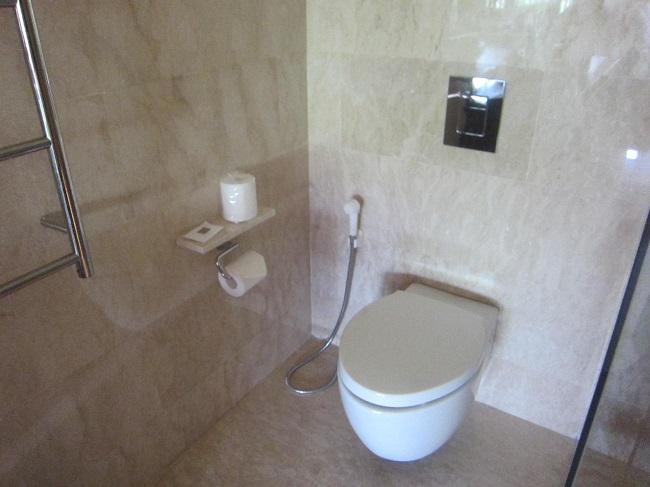 パドマリゾート ウブド プレミアルーム トイレ