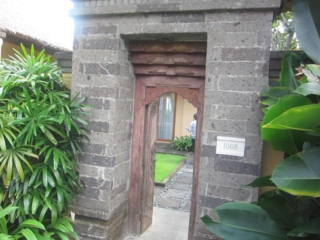 ザ・ヴィラズ・アット・アヤナ・リゾート・バリ 1ベットオーシャンビュープールヴィラ 入り口の門
