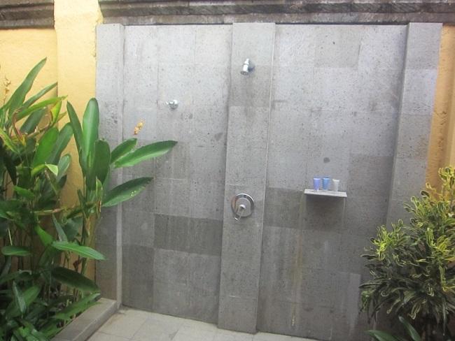 ザ・ヴィラズ・アット・アヤナ・リゾート・バリ 1ベットオーシャンビュープールヴィラ 屋外シャワー