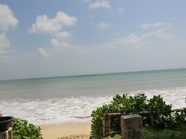 インターコンチネンタル・バリ・リゾート前のジンバランビーチ