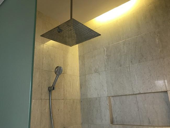 ヴィラ アイルバリ ブティック リゾート プライベートプール付き1ベッドルームヴィラ シャワールーム
