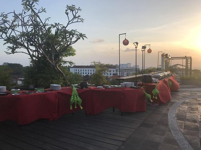 アストン クタ ホテル&レジデンス ライトハウスルーフトップラウンジ