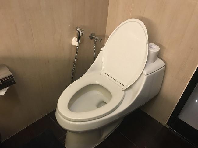 アストン クタ ホテル&レジデンス デラックスルーム トイレ