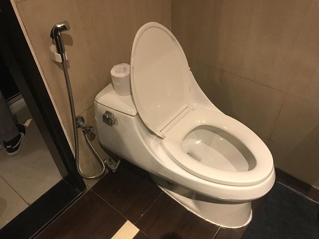 アストン クタ ホテル&レジデンス スーペリアルーム トイレ