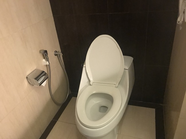 アストン クタ ホテル&レジデンス プレミアムスイート トイレ