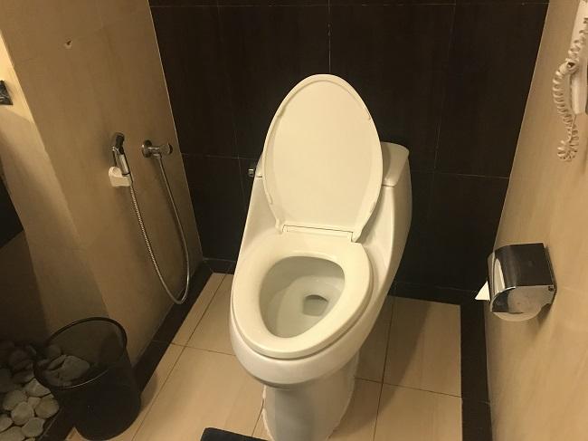 アストン クタ ホテル&レジデンス ファミリールーム トイレ