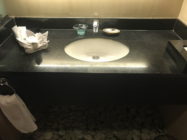 アストン クタ ホテル&レジデンス ファミリールーム 洗面台