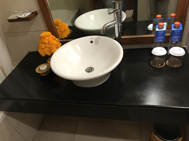 バリ・マンディラ・ビーチ・リゾート バスルーム 洗面台