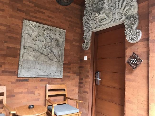 バリ・マンディラ・ビーチ・リゾート デラックスコテージ 玄関