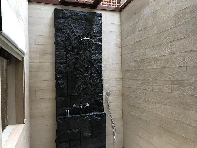 バリ・マンディラ・ビーチ・リゾート デラックスコテージ シャワー