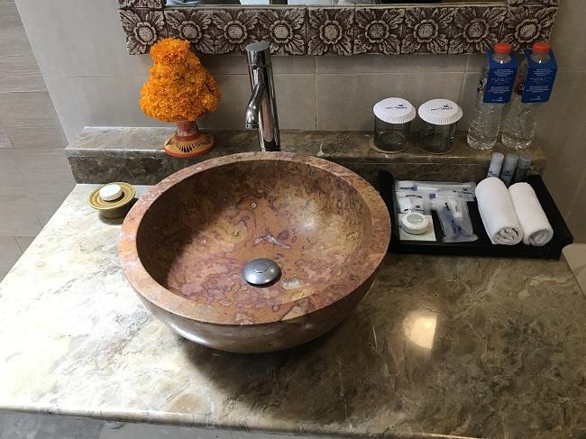 バリ・マンディラ・ビーチ・リゾート デラックスコテージ 洗面台